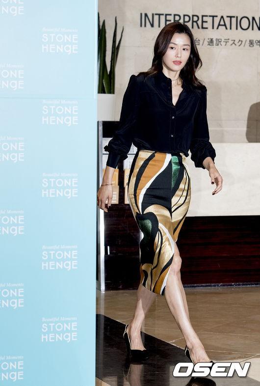 Đẹp xuất sắc dù đã hạ sinh 2 con, mợ chảnh Jeon Ji Hyun lại bị đôi chân gân guốc làm lộ dấu hiệu lão hóa - ảnh 3