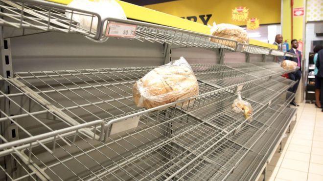 Zimbabwe: KFC và nhiều cửa hàng đồ ăn nhanh đóng cửa vì hết tiền mua thịt gà - ảnh 2