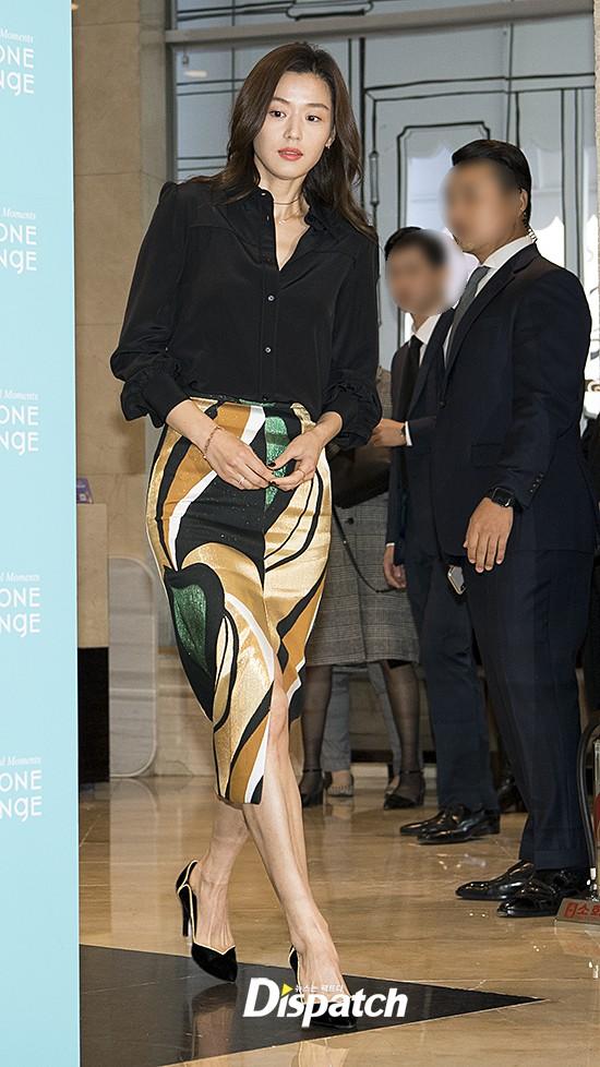 Đẹp xuất sắc dù đã hạ sinh 2 con, mợ chảnh Jeon Ji Hyun lại bị đôi chân gân guốc làm lộ dấu hiệu lão hóa - ảnh 5