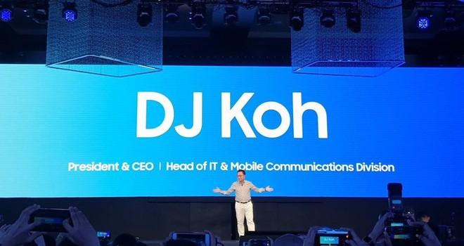 Smartphone màn hình gập của Samsung sẽ được hé lộ vào tháng tới, năm sau mới lên kệ - ảnh 1