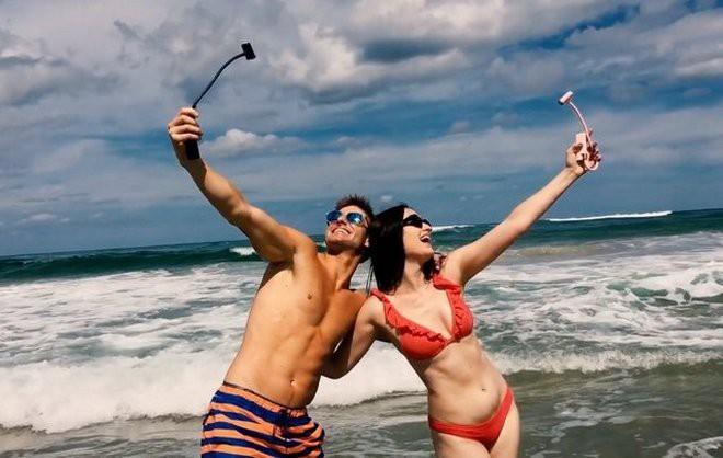 Chẳng cần phải mang theo smartphone hay máy ảnh, chỉ cần dụng cụ thần thánh này là có thể bao trọn ảnh selfie rồi - ảnh 5
