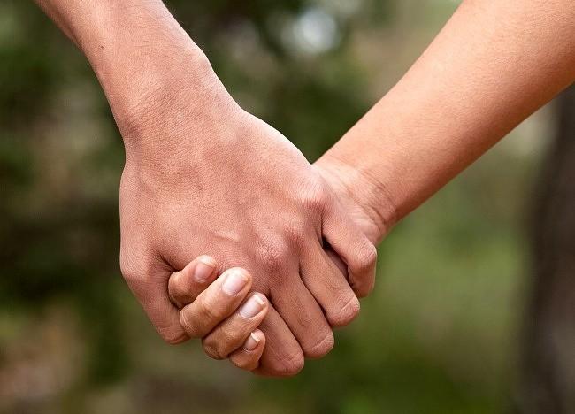 Bạn thường nắm tay người thương như thế nào? Nó tiết lộ khá nhiều điều đấy - ảnh 2