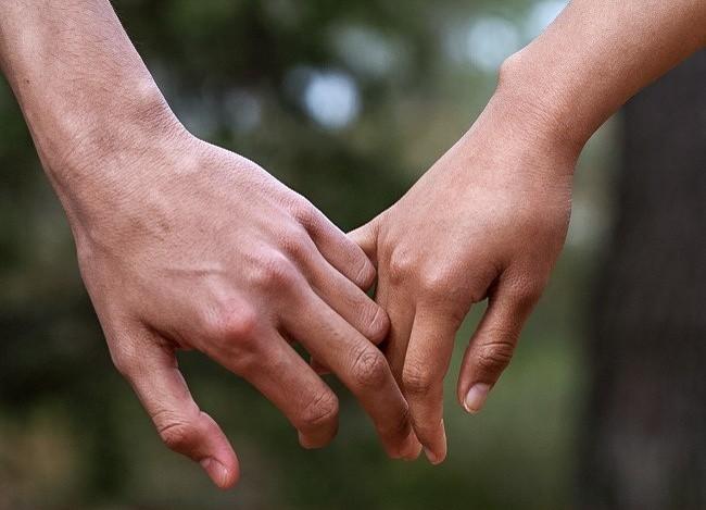 Bạn thường nắm tay người thương như thế nào? Nó tiết lộ khá nhiều điều đấy - ảnh 5