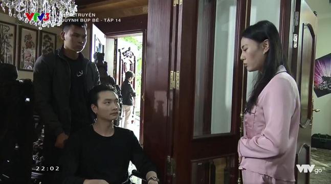 Cảnh lật mặt, dùng dao uy hiếp rồi cướp Quỳnh Búp Bê khỏi tay Phong Cấn - ảnh 5