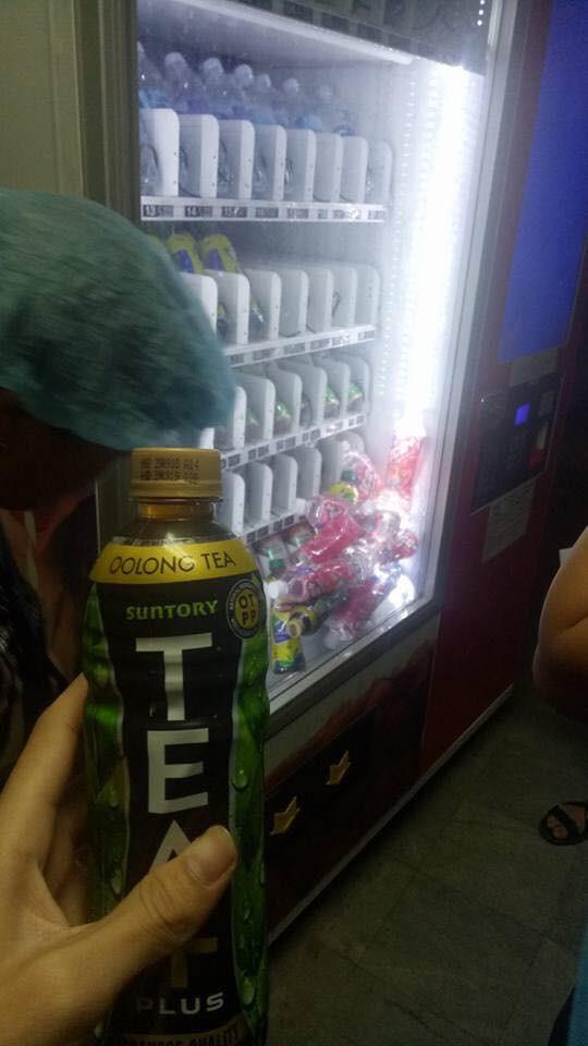 Dân mạng trình bày: Đến việc mua chai nước cũng bị cây bán hàng tự động bắt nạt thế này đây - Ảnh 3.