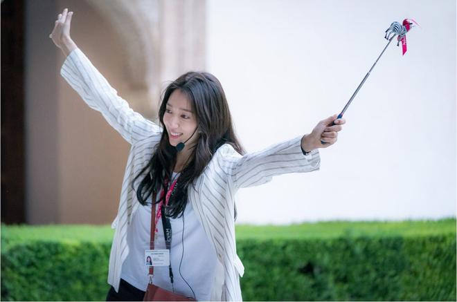 Ký Ức Alhambra của Park Shin Hye và Hyun Bin tung hình ảnh đầu tiên - Ảnh 2.