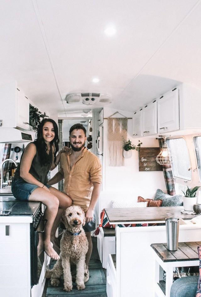 Từ chiếc xe cũ rích, cặp đôi mê xê dịch đã biến nó thành ngôi nhà mơ ước - ảnh 12