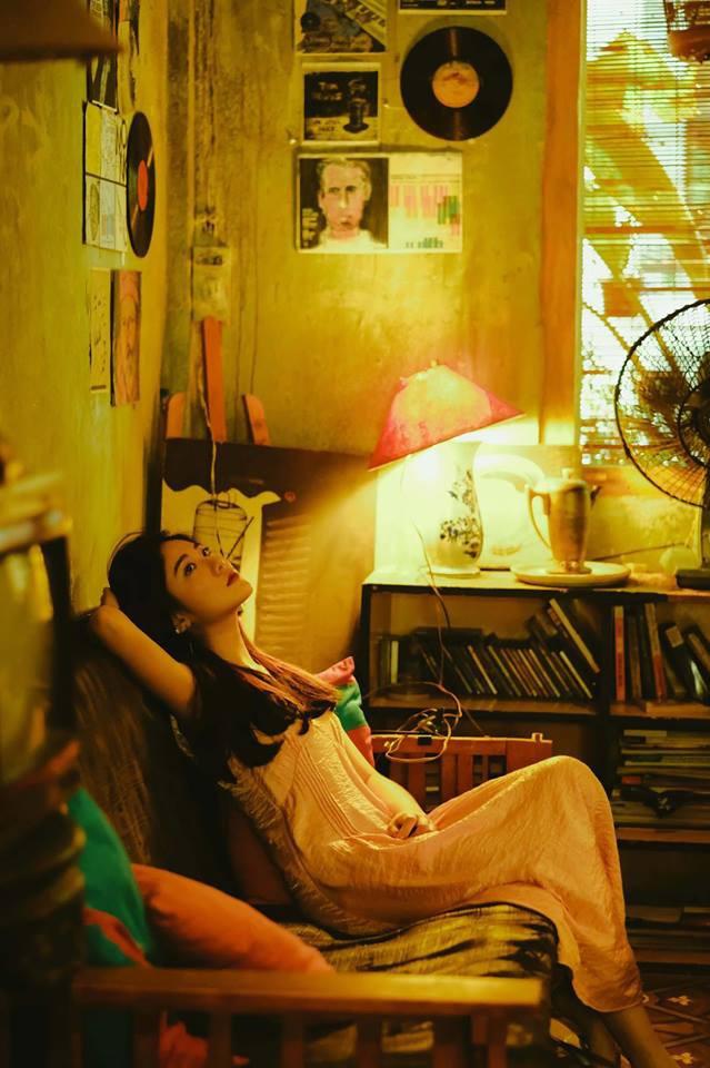 Bộ ảnh tuổi 19 của Thuỳ Linh: Xinh đẹp và dịu dàng đúng kiểu uống nhầm ánh mắt, cơn say theo cả đời - Ảnh 10.