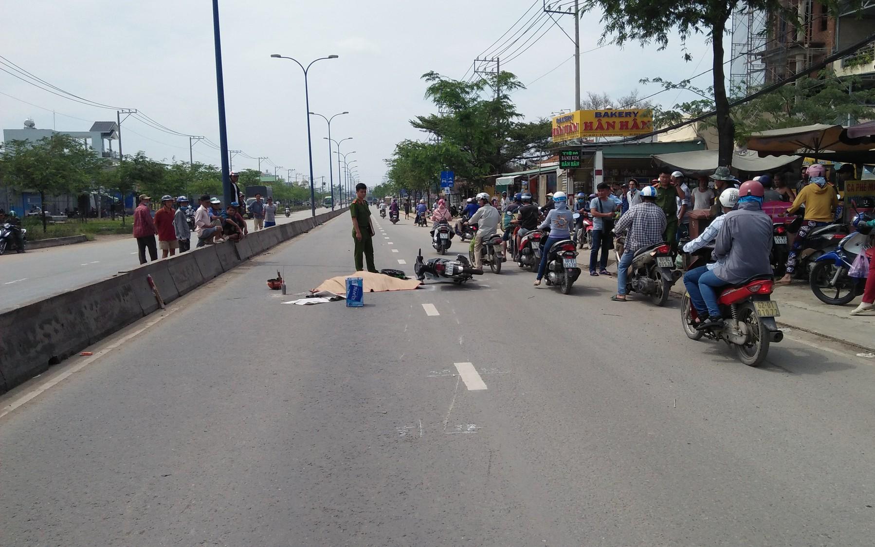 Sợ tài xế xe tải bỏ chạy sau tai nạn chết người, người dân truy đuổi báo công an