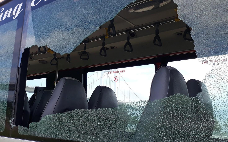 Thanh niên xăm trổ cầm mã tấu tấn công xe buýt ở Đà Nẵng khiến nhiều hành khách hoảng sợ