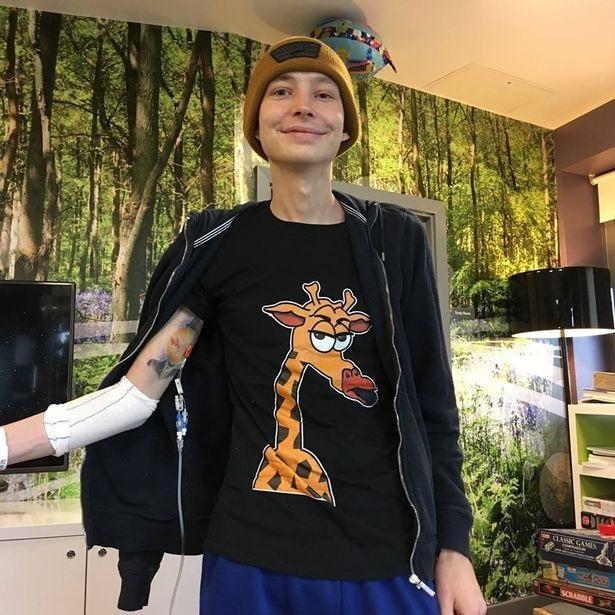 Chàng trai người Anh được chẩn đoán mắc bệnh ung thư thông qua triệu chứng mà rất nhiều người gặp phải - ảnh 2
