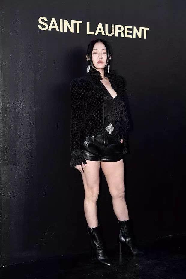 Đỉnh cao tự tin là Tiểu S: 38 tuổi vẫn mặc váy trong suốt để lộ quần nội y sặc sỡ thong dong khắp Paris - ảnh 5