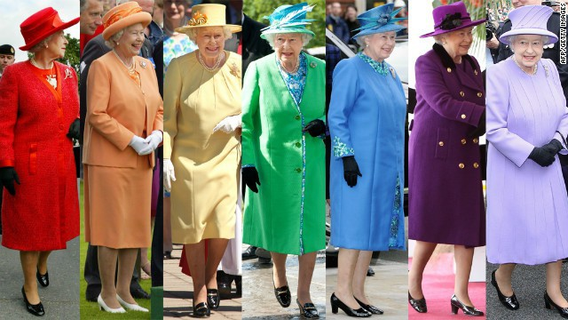 Liên tục thay đổi màu sắc trang phục, duy chỉ có món đồ này là Nữ hoàng Anh hết mực chung tình từ thời trẻ đến tận bây giờ - ảnh 1