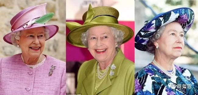 Liên tục thay đổi màu sắc trang phục, duy chỉ có món đồ này là Nữ hoàng Anh hết mực chung tình từ thời trẻ đến tận bây giờ - ảnh 3