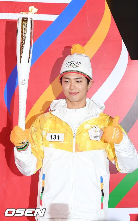 Lóa mắt trước dàn sao hạng A rước đuốc chào Thế vận hội mùa đông 2018: Hết nữ thần lại đến nam thần hội tụ - Ảnh 14.