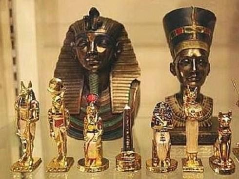 Phát hiện hàng trăm cổ vật trong 7 ngôi mộ tại khu Saqqara - ảnh 1