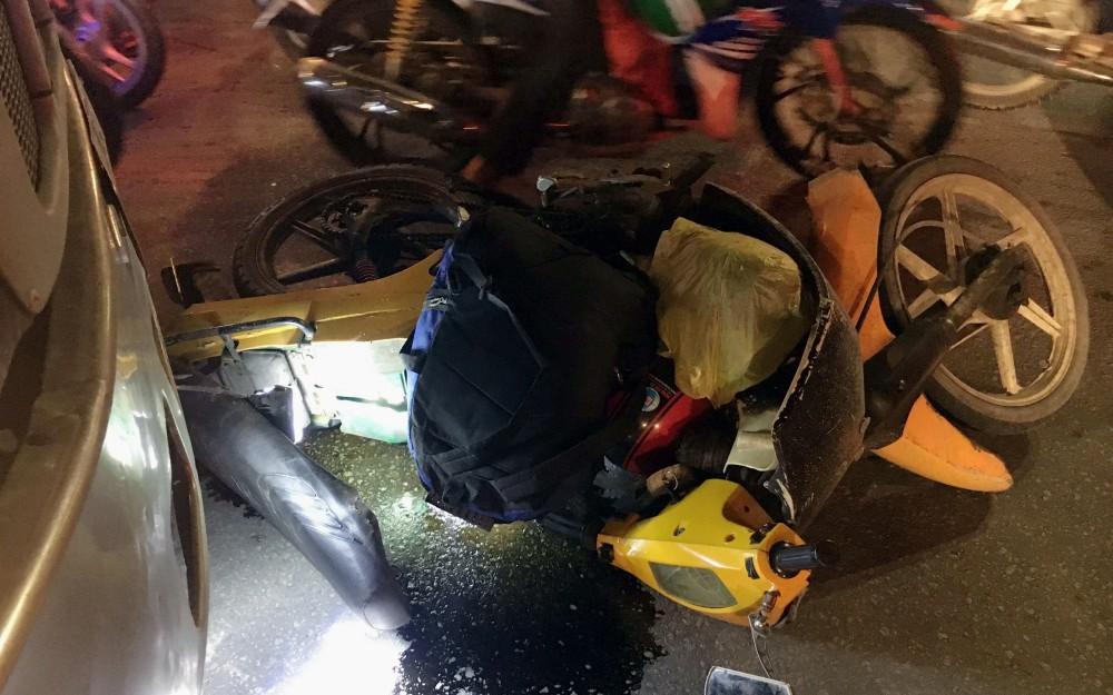 Bình Dương: Người đàn ông bị xe container kéo lê nhiều mét trên đường đi làm về, nhiều người sợ hãi kêu cứu