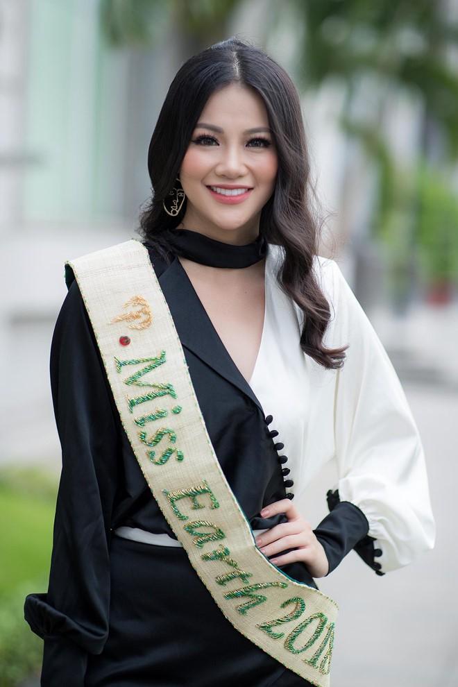 Phương Khánh và Hương Giang: 2 Hoa hậu chiến thắng oanh liệt nhất đã có cuộc đối đầu nảy lửa - Ảnh 1.