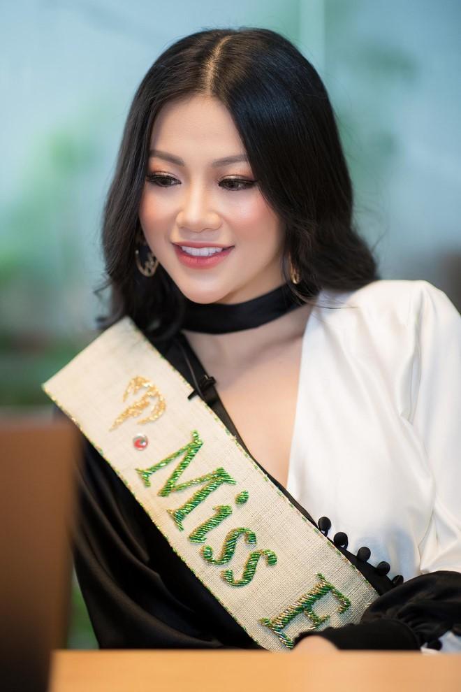 Phương Khánh và Hương Giang: 2 Hoa hậu chiến thắng oanh liệt nhất đã có cuộc đối đầu nảy lửa - Ảnh 2.