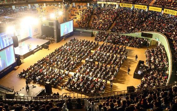 Hàn Quốc thi đại học: Máy bay ngừng bay, quân đội ngưng tập trận để thí sinh tập trung làm bài