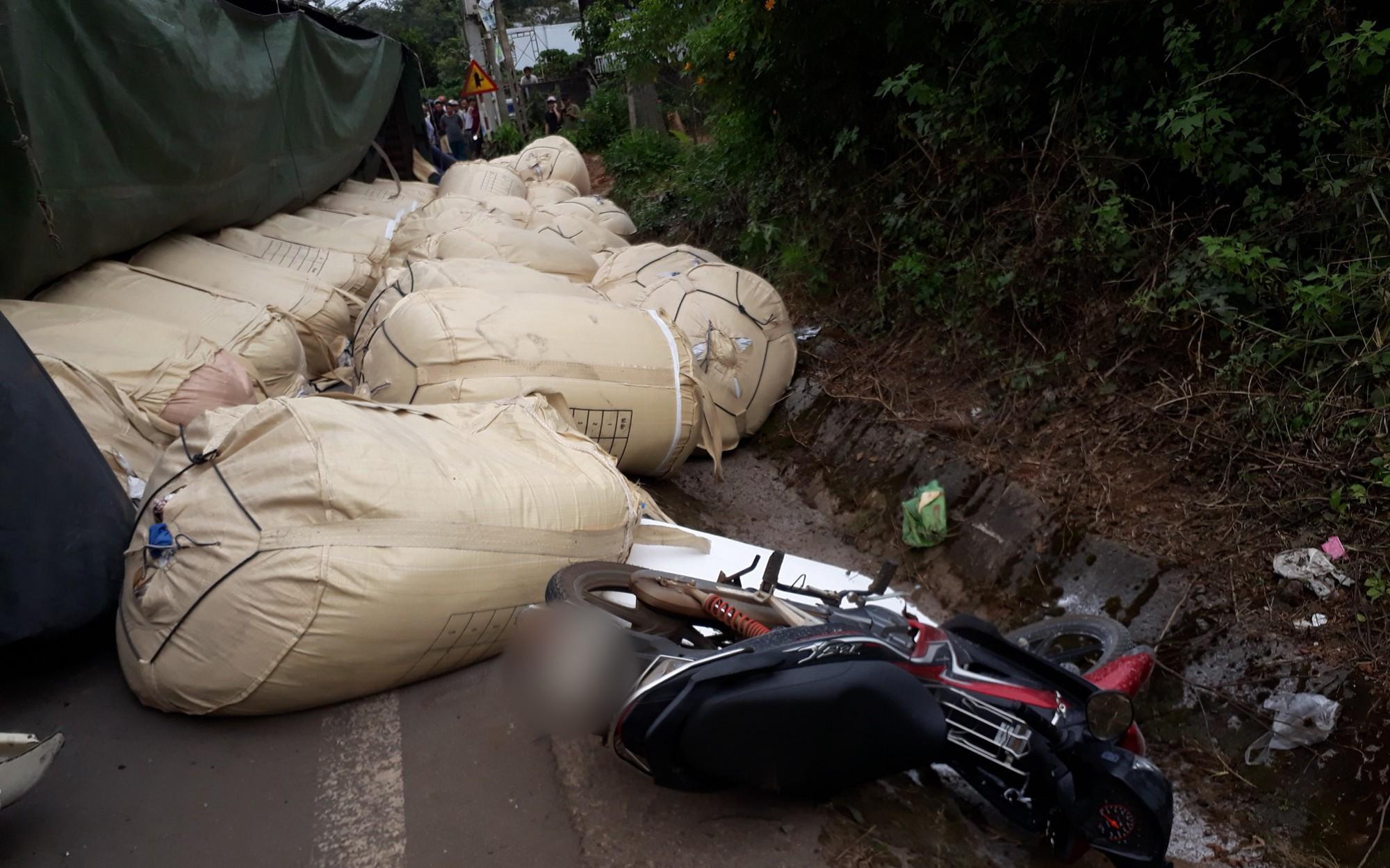 Lâm Đồng: Liên tiếp 2 vụ lật xe chở alumin trong ngày, một phụ nữ mang thai may mắn thoát chết