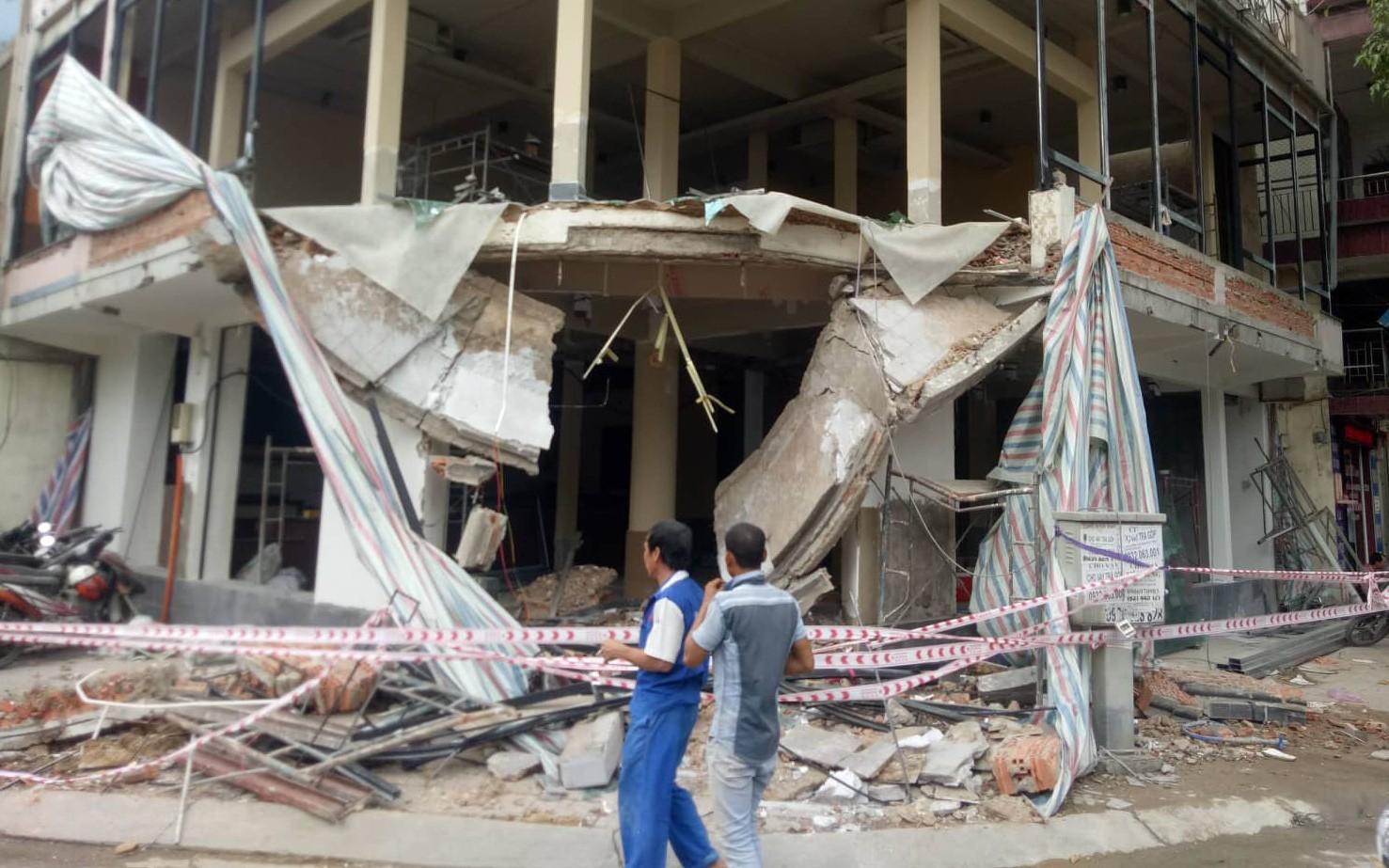 Sập nhà ở Sài Gòn, 2 người nguy kịch
