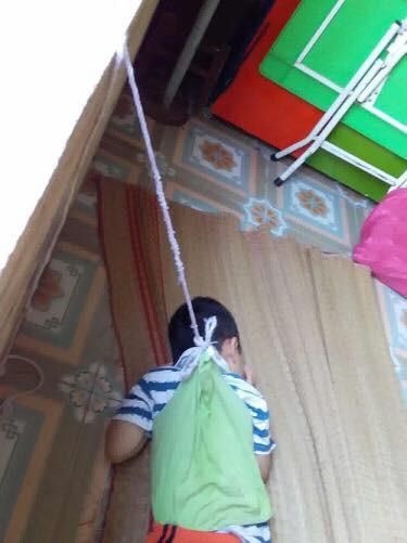 Vụ bé trai 4 tuổi bị buộc dây vào người ở trường mẫu giáo: Sở Giáo dục Đào tạo Nam Định vào cuộc xác minh - Ảnh 1.