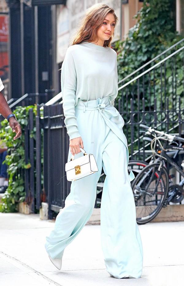 Nhan sắc gây mê mệt của Gigi Hadid: Ngực đẹp tự nhiên, bụng không nếp gấp, đến phong cách cũng chất phát ngất - Ảnh 26.