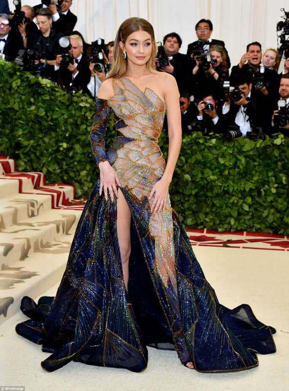 Nhan sắc gây mê mệt của Gigi Hadid: Ngực đẹp tự nhiên, bụng không nếp gấp, đến phong cách cũng chất phát ngất - Ảnh 29.