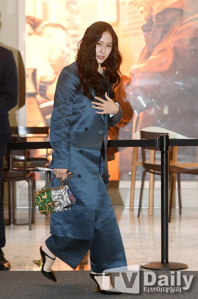 Bà cô già hết thời là những gì netizen mường tượng về style của Krystal đợt này - ảnh 7