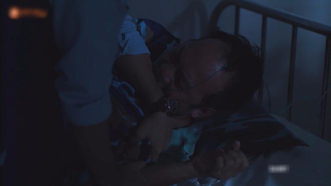 Hết hồn với sạn y học trong Hậu Duệ Mặt Trời bản Việt: Khả Ngân chơi liều, bỏ khẩu trang tiếp xúc với người bị bệnh dịch - ảnh 10