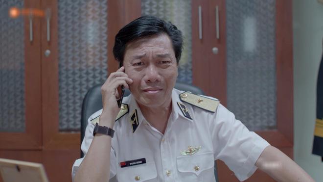 Hết hồn với sạn y học trong Hậu Duệ Mặt Trời bản Việt: Khả Ngân chơi liều, bỏ khẩu trang tiếp xúc với người bị bệnh dịch - ảnh 8