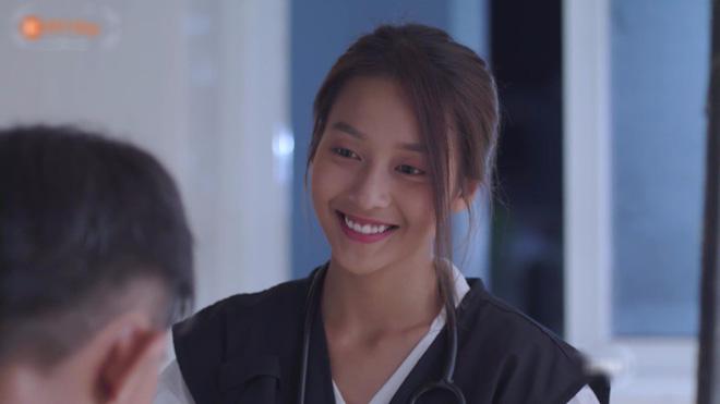 Hết hồn với sạn y học trong Hậu Duệ Mặt Trời bản Việt: Khả Ngân chơi liều, bỏ khẩu trang tiếp xúc với người bị bệnh dịch - ảnh 2