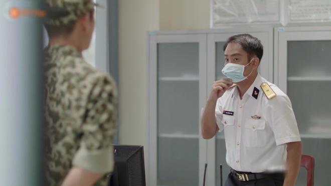 Hết hồn với sạn y học trong Hậu Duệ Mặt Trời bản Việt: Khả Ngân chơi liều, bỏ khẩu trang tiếp xúc với người bị bệnh dịch - ảnh 3
