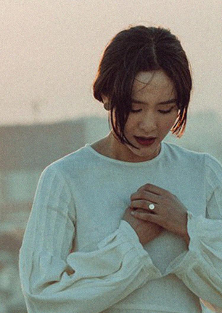 """Hiền Hồ và MV """"Rồi người thương cũng hoá người dưng"""" – Bản ballad """"lụi tim"""" nhất nhì năm 2018 - Ảnh 2."""
