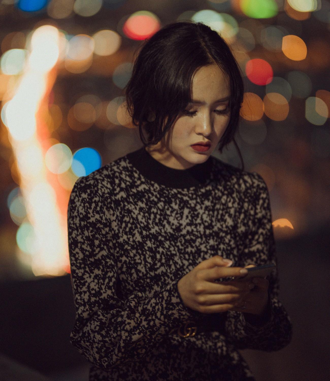 """Hiền Hồ và MV """"Rồi người thương cũng hoá người dưng"""" – Bản ballad """"lụi tim"""" nhất nhì năm 2018 - Ảnh 4."""