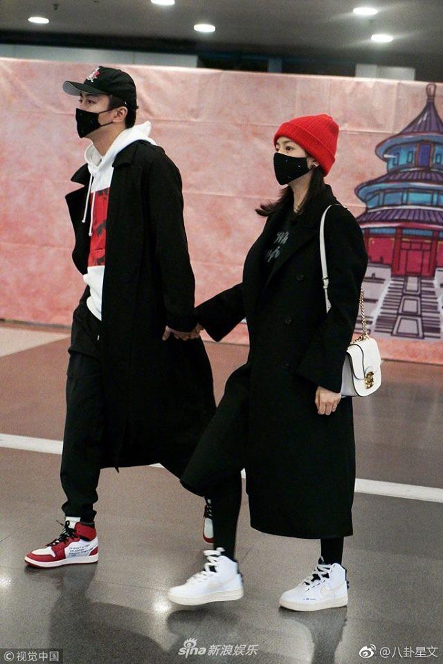 Vợ chồng Trần Hiểu - Trần Nghiên Hy tay nắm chặt tay, trao nhau ánh nhìn siêu ngọt ngào đập tan tin đồn rạn nứt - Ảnh 4.