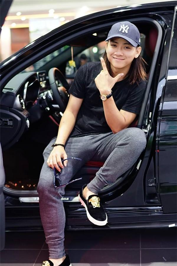 """Khối tài sản """"không phải dạng vừa"""" của loạt sao Việt dưới 25 tuổi: Nhà lầu hạng sang, xế hộp khủng và vô số hàng hiệu - Ảnh 20."""