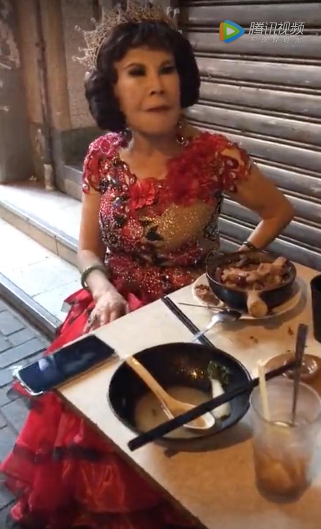 Thảm họa thẩm mỹ Hong Kong: Cả đời được đại gia bao nuôi, U90 sống nghèo khó, ăn vỉa hè - Ảnh 1.