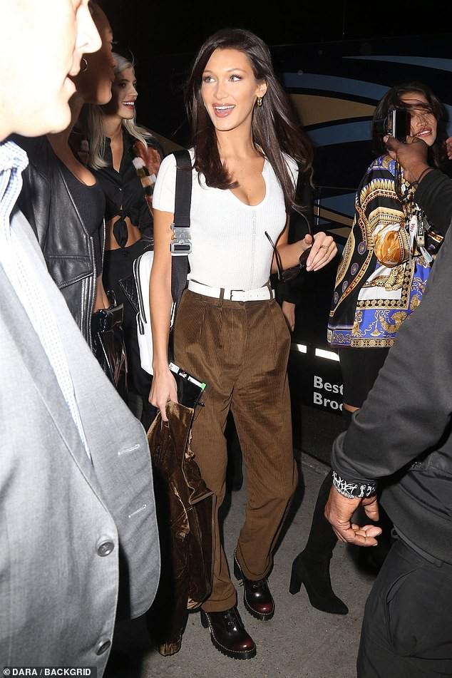 Kendall Jenner, Gigi - Bella Hadid và dàn thiên thần Victorias Secret đọ dáng chuẩn từng centimet trên phố trước giờ G - Ảnh 5.