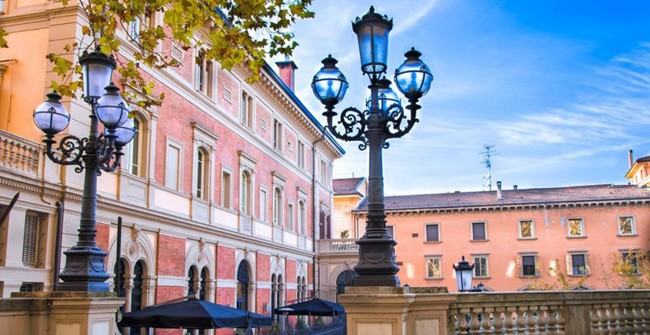 Choáng ngợp với kiến trúc nguy nga tráng lệ như cung điện Hoàng gia của ngôi trường lâu đời nhất Châu Âu - ảnh 7