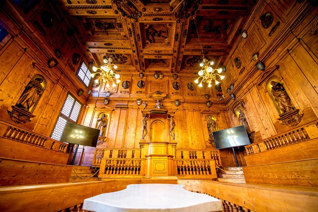 Choáng ngợp với kiến trúc nguy nga tráng lệ như cung điện Hoàng gia của ngôi trường lâu đời nhất Châu Âu - ảnh 5