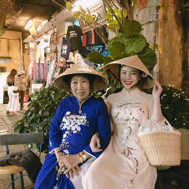 Thiên thần nội y Hàn Quốc Lee Ha Neul đang thăm thú Hội An, khoe ảnh mặc áo dài đội nón lá - ảnh 7