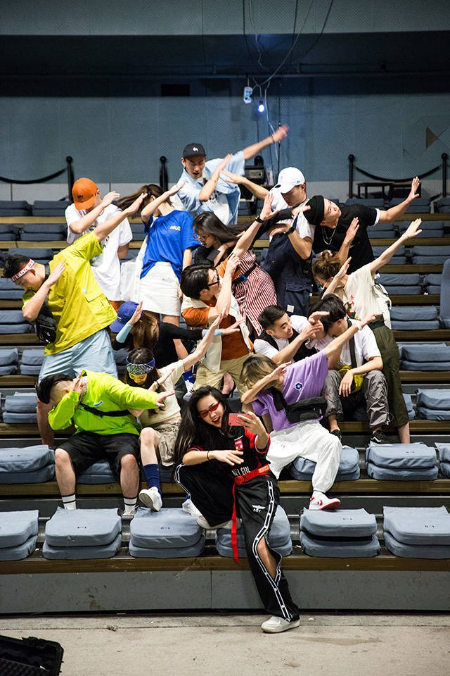 Không phải bìa tạp chí hay dàn mẫu tham dự Fashion Week đâu, đây là bộ ảnh kỷ yếu của lớp nhà người ta đó! - ảnh 10