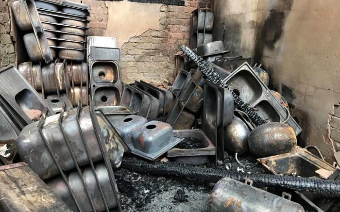Chùm ảnh: Khung cảnh tan hoang sau vụ cháy kho chứa hàng Tết ở Nghệ An