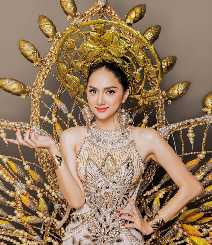 2018 của Hương Giang: Bước chuyển mình mạnh mẽ không chỉ dừng lại ở một chiếc vương miện - Ảnh 3.