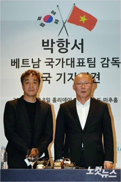 Mải miết tung hô thầy Park, chúng ta đã quên mất HLV Lee Young-jin - người hùng thầm lặng của đội tuyển Việt Nam - ảnh 1