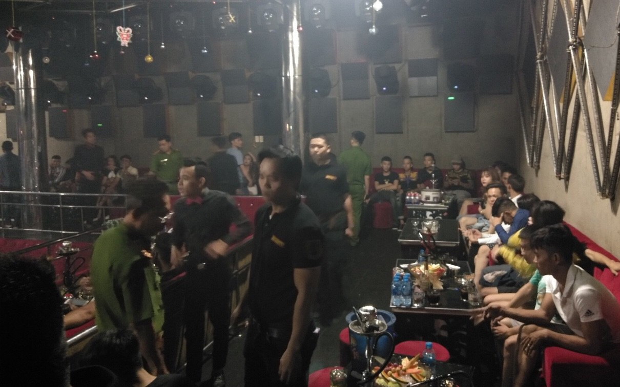 Gần 150 dân chơi nghi phê ma tuý trong quán bar ở Sài Gòn