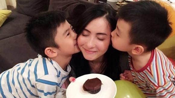 Đây là phản ứng của Tạ Đình Phong khi biết tin Trương Bá Chi bí mật sinh con thứ 3 cho người tình giấu mặt - Ảnh 1.