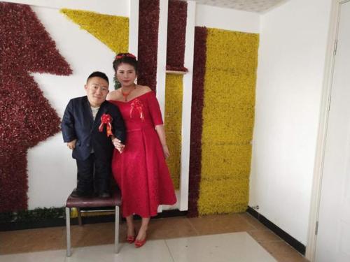 Vượt qua mọi rào cản, cô gái Trung Quốc quyết lấy chồng cao 90cm khiến cả MXH xôn xao - ảnh 1